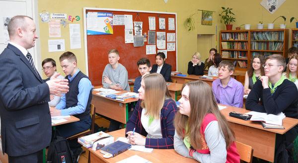 Учащиеся агрокласса не только внимательно слушали Владимира Иванова, но и живо интересовались перспективами развития Батецкого района
