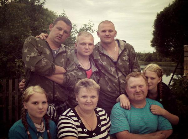 Собраться всем вместе для фотографии семье Кузнеченко непросто. Но иногда получается!