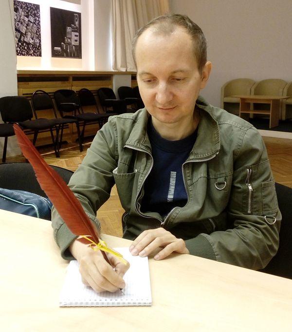 Дмитрий Романов продал музеям перьев на сумму почти 6 млн. рублей