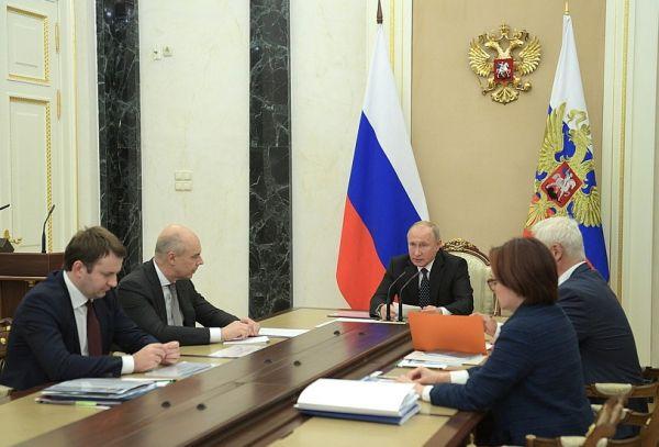 Владимир Путин считает, что недопустимо снижение темпов роста заработной платы россиян