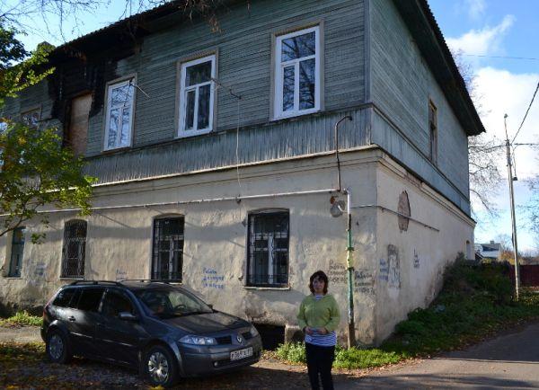 Мария Литвякова у дома со столетней историей