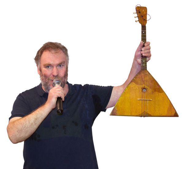 Коллекционер Глеб Морозов подарил Боровичам уникальную балалайку