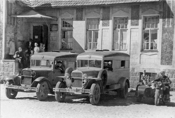 Фасад городской больницы до сих пор узнаваем. Тихвинская, 7. 1948 год
