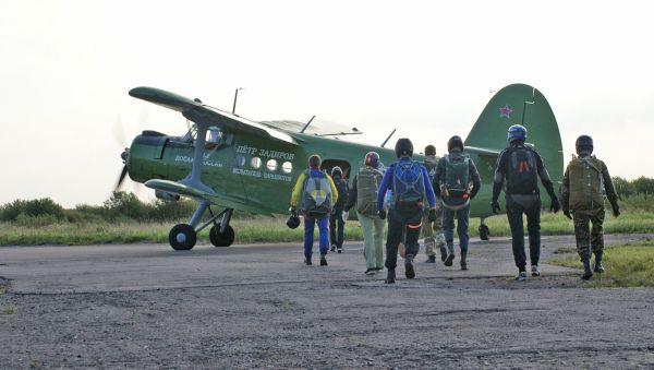 Старичок Ан-2 используется сегодня не только как десантный, но и как сельскохозяйственный, транспортный, спасательный