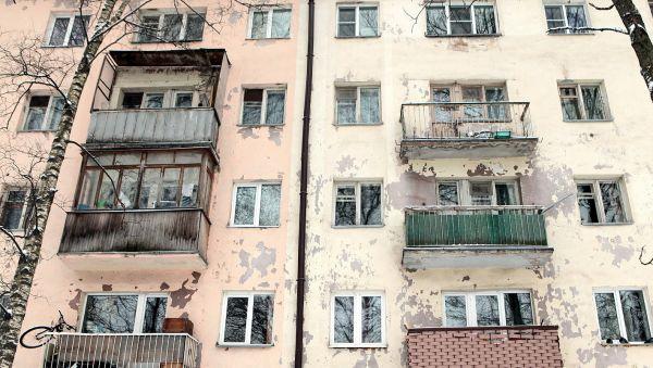 В центре Великого Новгорода балконы поражают своим «разнообразием»
