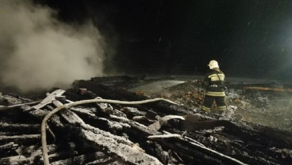 На месте пожара в деревне Большое Боротно Окуловского района