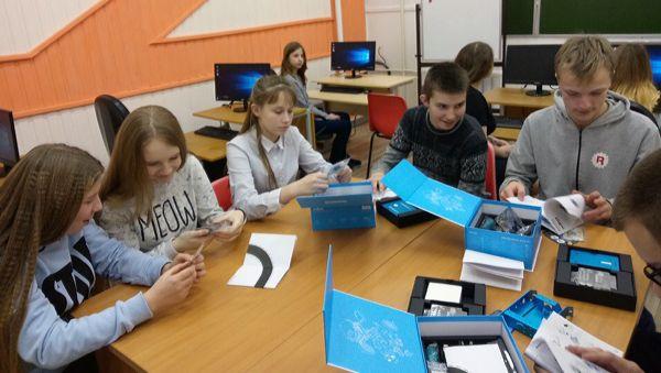 Любытинские школьники теперь смогут сконструировать квадрокоптер