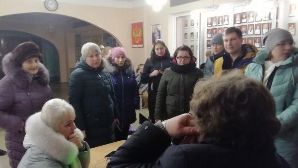 В гимназии № 4 Великого Новгорода были готовы к ночным родительским визитам в отличие от некоторых других школ