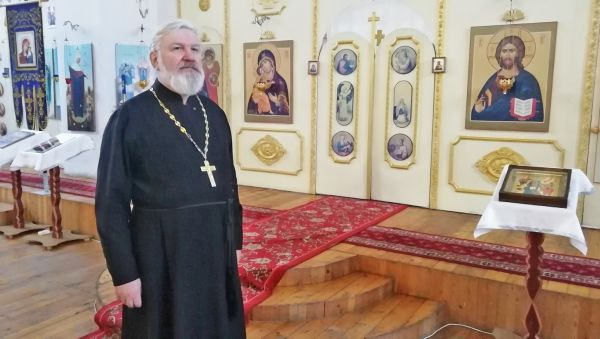 19 лет отец Владимир занимается восстановлением церкви Успения Пресвятой Богородицы в Любытине.