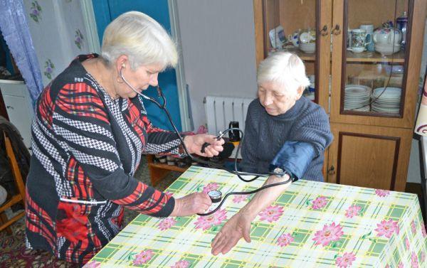 Почтальон Зинаида Ивановна Максимова — самый главный человек в деревне