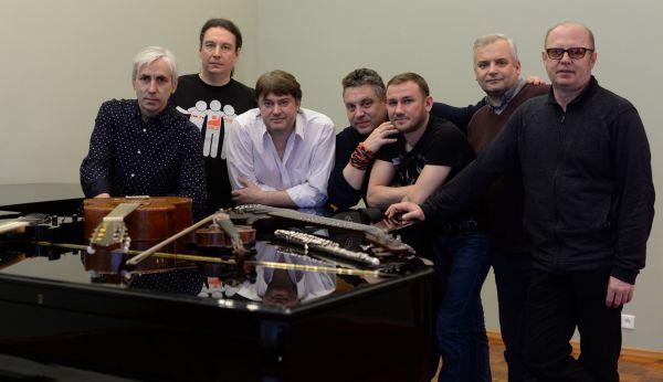 «АПМ» предлагает всем новгородским музыкантам этим летом собраться вместе на Софийской площади и исполнить «Там у трёх дорог...»