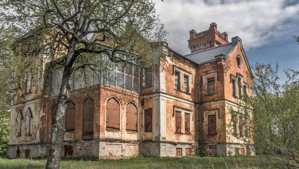 Какая судьба ждёт этот старинный готический замок, пока неизвестно. Но выглядит он просто прекрасно