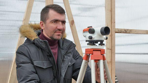 Владислав Шишин: «Скоро мы закончим строительство тепличного комплекса и будем выращивать экологически чистые овощи для новгородцев»