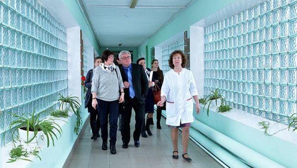 После заседания комитета депутаты посетили основные отделения больницы и оценили уровень её диагностического оснащения