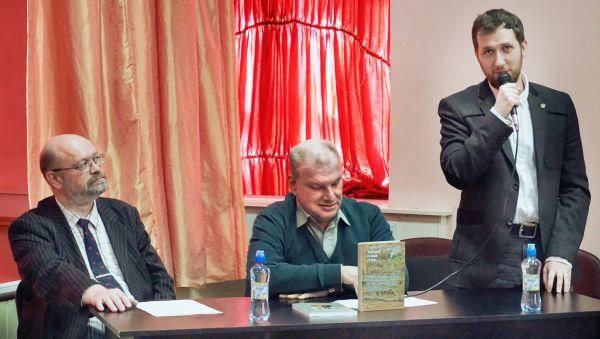 Борис Ковалёв и Дмитрий Асташкин на встрече с жителями Старой Руссы