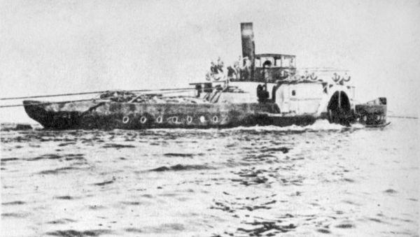 Буксирный колёсный пароход «Усердный» в озере Ильмень