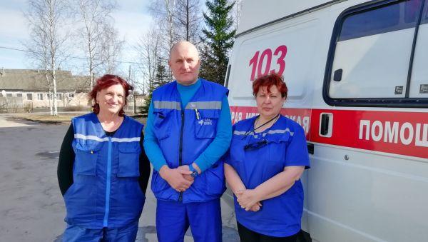 У выездной бригады скорой помощи редко есть время для коллективного фото