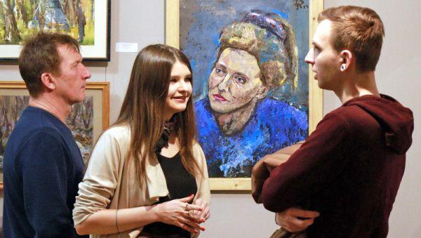 Выставка «Оттепель» продемонстрировала, что молодёжное искусство в Великом Новгороде наконец-то стало тождественно современному
