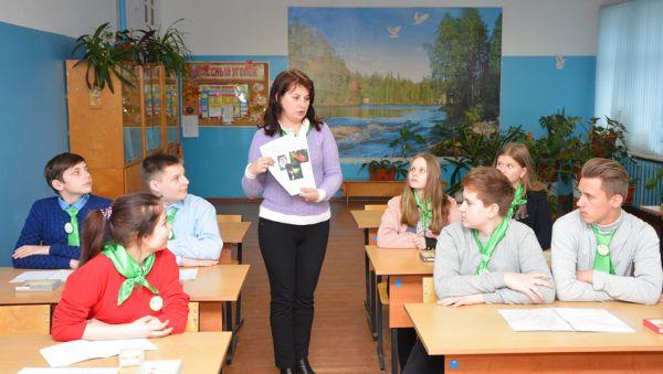 Ольга Фотеева на занятиях в агроклассе рассказывает о перспективах развития сельского хозяйства в районе и области