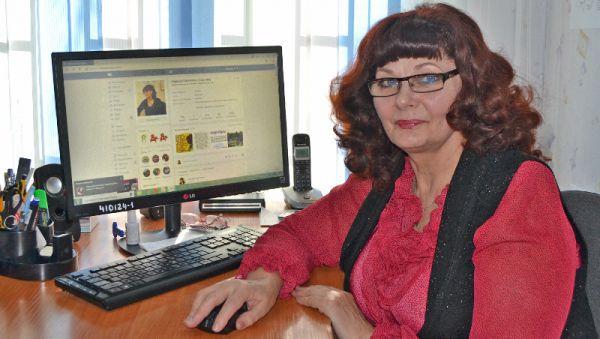 Ежедневник Надежды Харламовой заполнен напоминаниями о мероприятиях, на которые приглашают автора «Батецкого района»