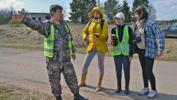 После проведённого Александром Тимофеевым инструктажа добровольцы отправляются на поиски