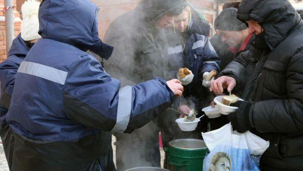 В рамках проекта «Приятного аппетита» бездомным нашего города, не находящимся на данный момент в центре «Примирение», один раз в неделю предоставляются горячие обеды на 20 порций