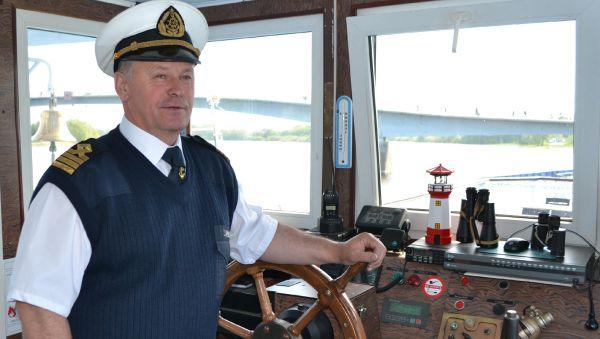 За плечами Александра Прокофьева 43 года стажа, из которых 35 — он на капитанском мостике