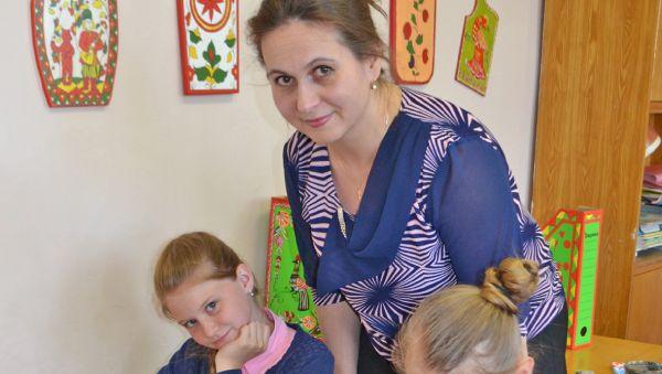 Ирина Райцева на занятии по росписи