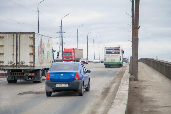 Ремонт Колмовского моста должны завершить летом 2021 года. На первом этапе отремонтируют одну половину моста — южную, обращённую к мосту Александра Невского. Затем пройдёт ремонт второй половины