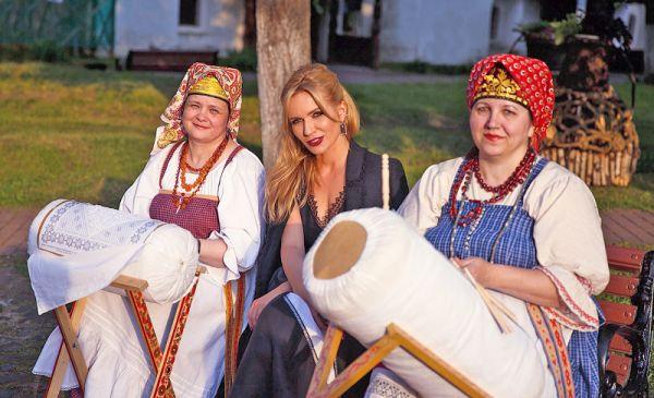 Мечта Ольги Макаровой (в центре) — провести в 2022 году «Сарафан» на Красной площади в Москве
