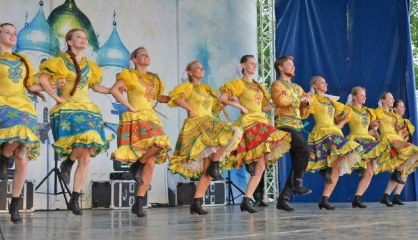 Несмотря на все трудности, ансамбль «Садко» продолжает радовать новгородцев на всех городских праздниках
