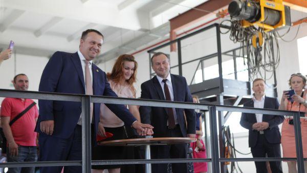 Новая насосная станция в Великом Новгороде – часть большой работы по развитию системы водоснабжения в регионе. Как отметил губернатор, до 2024 года показатель обеспеченности населения области качественной питьевой водой увеличат с 69% до 81%