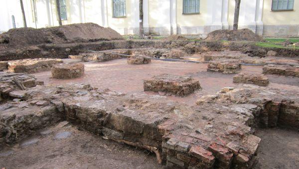 Ещё один интересный объект, расположенный в кремле, предположительно остатки храма XIV века – церкви Входа в Иерусалим