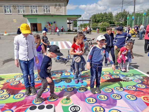 На площадке ДК в Борках летние мероприятия идут нон-стоп