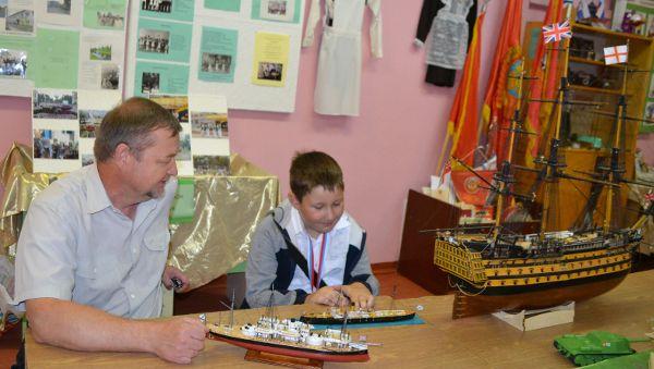 За 31 год через кружок Гаранина прошли сотни мальчишек и девчонок, а сделанных их руками кораблей хватит не на одну флотилию