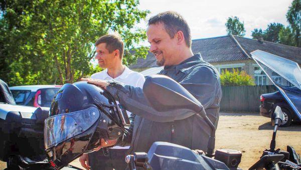 В Пестово губернатор приехал на своём мотоцикле