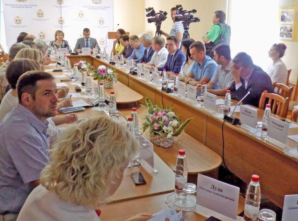 Главными спикерами встречи стали руководители малых и средних предприятий