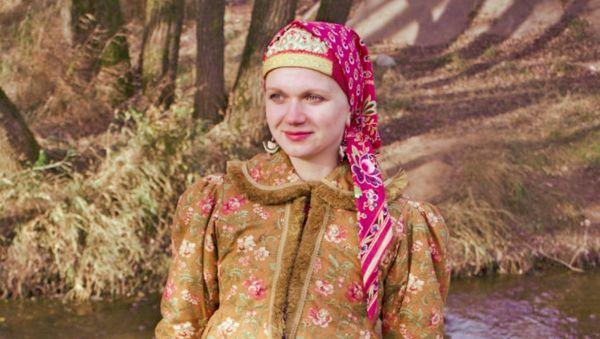 К народной моде Ольга Писанова пришла не через профессию дизайнера, а лишь когда вслед за старшей дочерью пошла петь в ансамбль «Круговина»