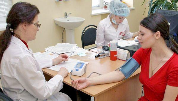 Первичное обследование начинается с осмотра терапевта. Эту службу и нужно укреплять в первую очередь