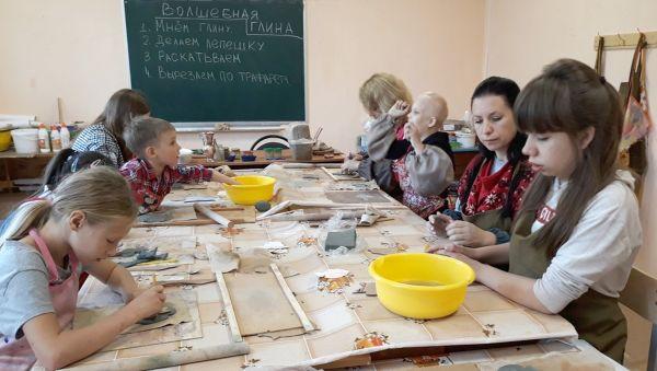 Больше всего дети с ОВЗ радуются, когда к ним приходят волонтёры-подростки