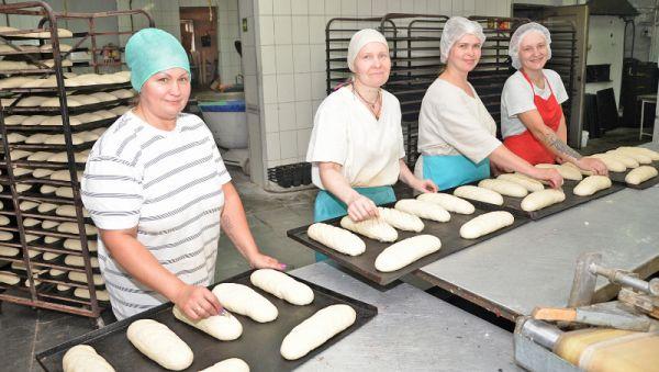 Руками этих мастериц создаётся чудесный хвойнинский хлеб