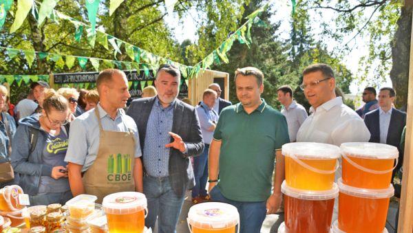 На фестивале Андрей Никитин выслушал пожелания фермеров и новгородцев