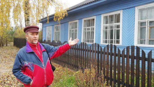 Андрей Староверов настаивает, что этот дом в отличном состоянии. Выселяют его коллектив по надуманному поводу