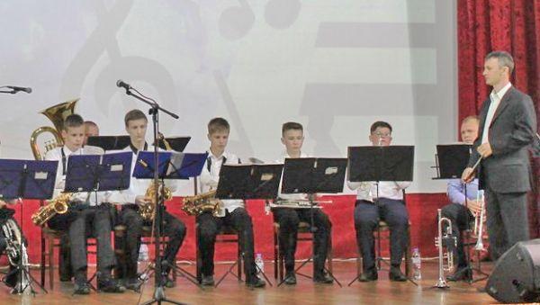 По словам Андрея Третьякова (справа), репертуар оркестра составляется так, чтобы удовлетворить разным вкусам