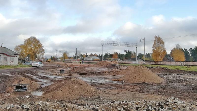 В рамках реконструкции железнодорожной инфраструктуры на улице Вокзальная в Хвойной появится асфальтовое покрытие
