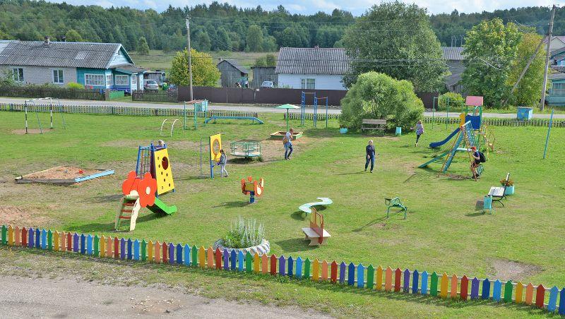 Построенным детским спортивным площадкам завидуют многие, кто приезжает в поселение