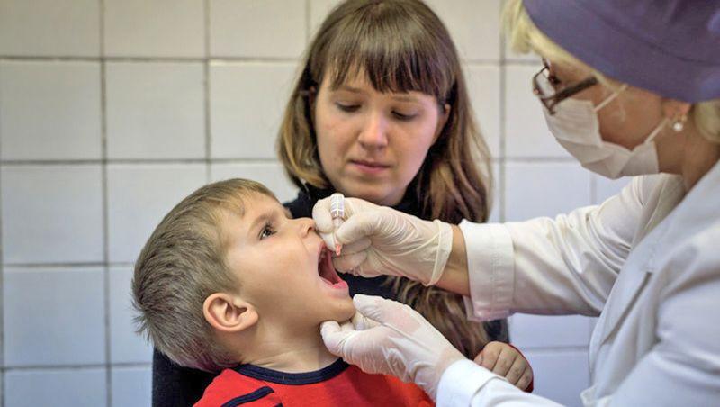 Прививки детям от полиовирусной инфекции в России проводятся шестикратно