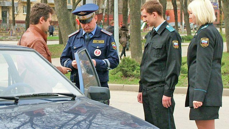 С начала года новгородским водителям вручили более тысячи квитанций об уплате транспортного налога