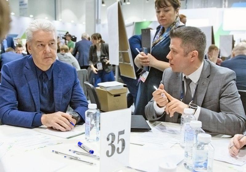 Конкурсант Дмитрий Афанасьев беседует с мэром Москвы Сергеем Собяниным о роли управленца