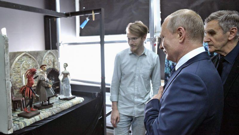 В ходе посещения ВГИКа Владимир Путин осмотрел мастерскую объёмно-кукольной анимации